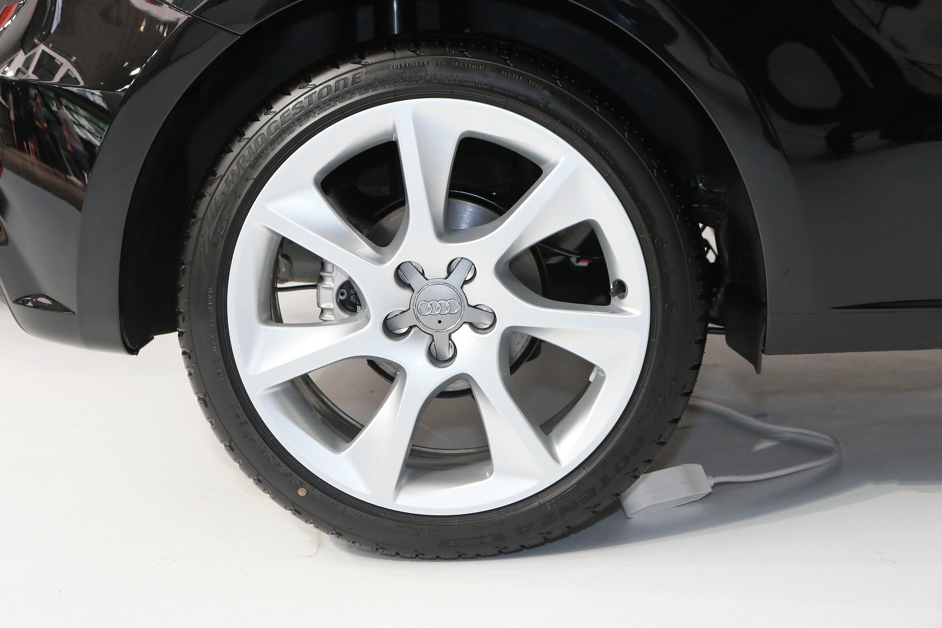 Få nye dæk på bilen med et hurtigt lån uden renter